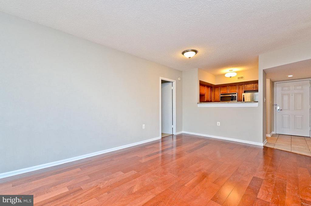 Living Room/Dining Room Combo - 1001 N RANDOLPH ST #419, ARLINGTON