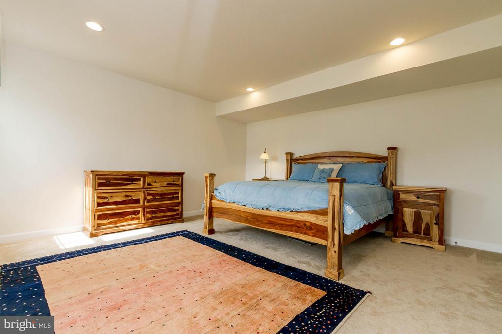 Large Bedroom in Basement.  Ideal for guests. - 17800 AIRMONT RD, ROUND HILL