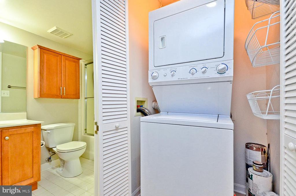 In-Unit Washer & Dryer - 1001 N RANDOLPH ST #419, ARLINGTON