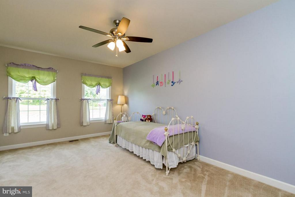 Bedroom with private bath - 17800 AIRMONT RD, ROUND HILL