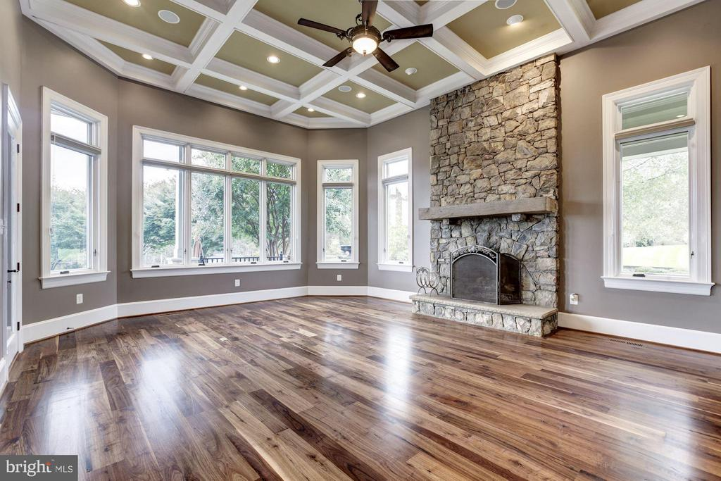 Family Room - 2016 DIXON RD, FREDERICK