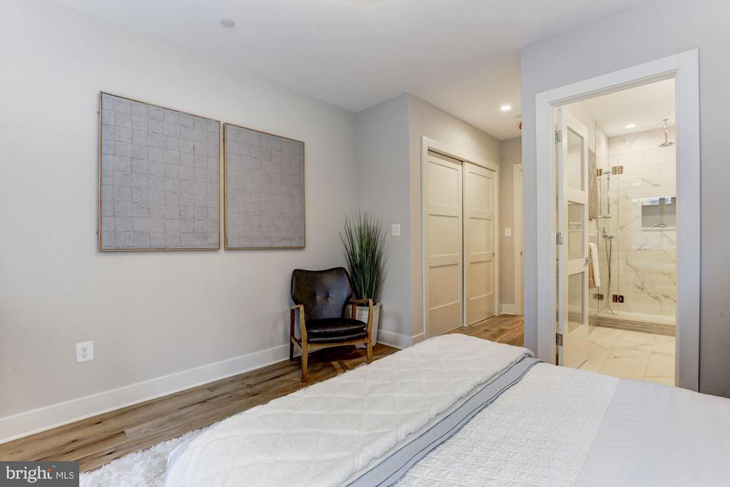 Primary Bath located off Bedroom - 517 Q ST NW #1, WASHINGTON