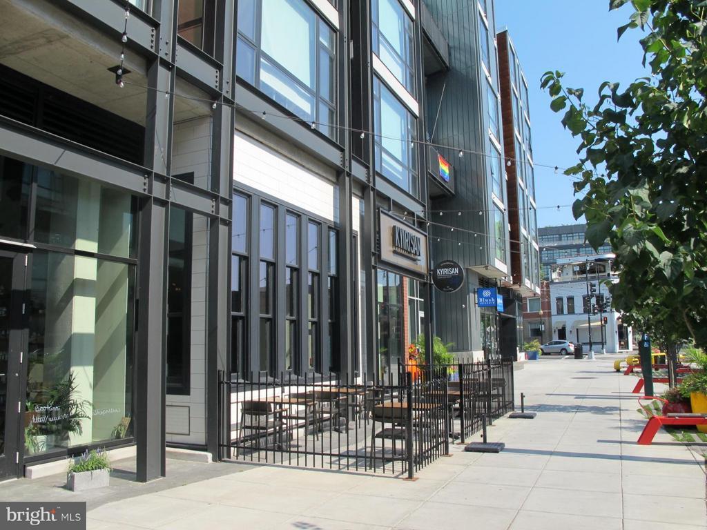 Walk to Retail/Restaurants in Shaw & Logan - 517 Q ST NW #2, WASHINGTON