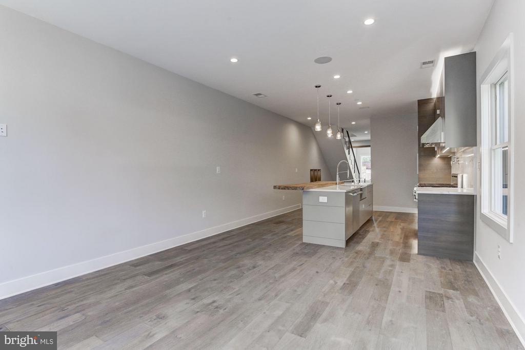 Grey Wide Plank Wood Floors Throughout - 517 Q ST NW #2, WASHINGTON