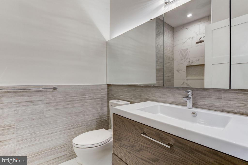 Main Floor Full Bath - 517 Q ST NW #2, WASHINGTON