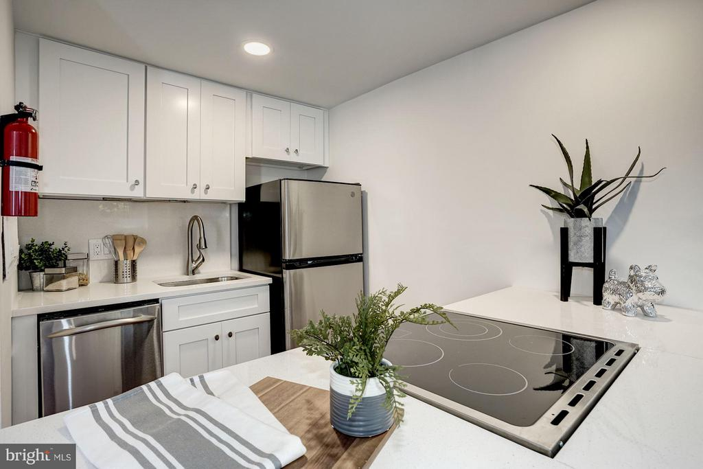 NEW Kitchen w/ Stainless Appliances - 1511 22ND ST NW #15, WASHINGTON