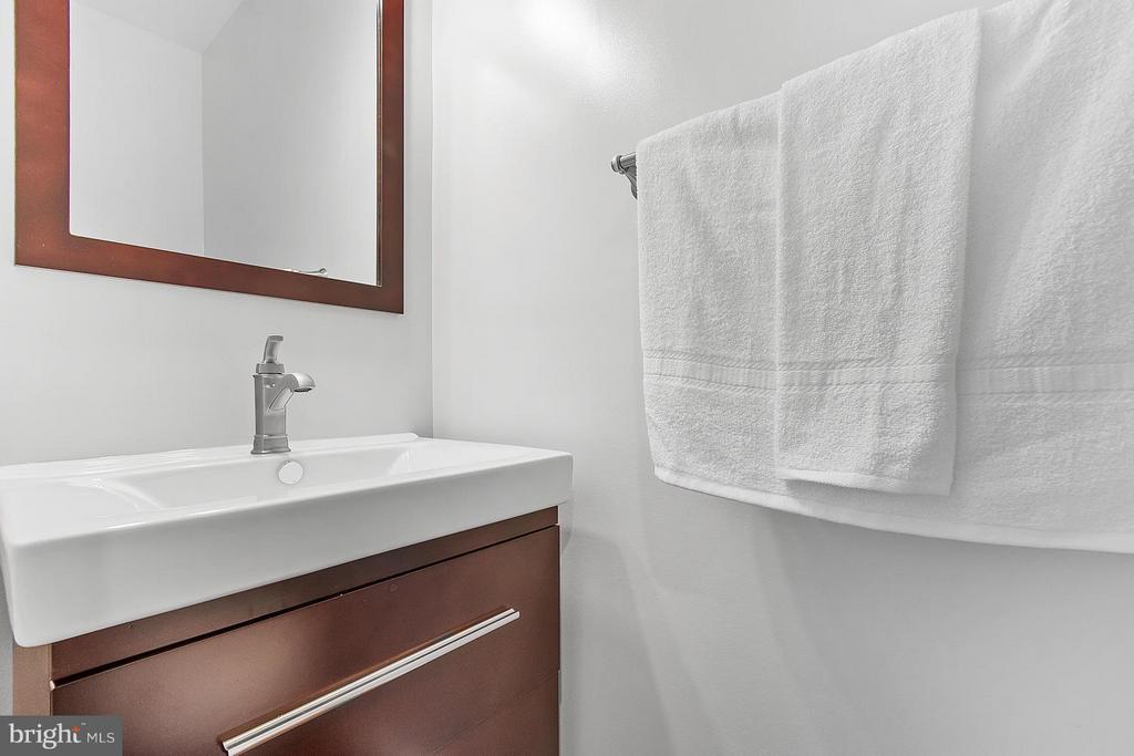 Bath - 1220 BARNABY TER SE, WASHINGTON