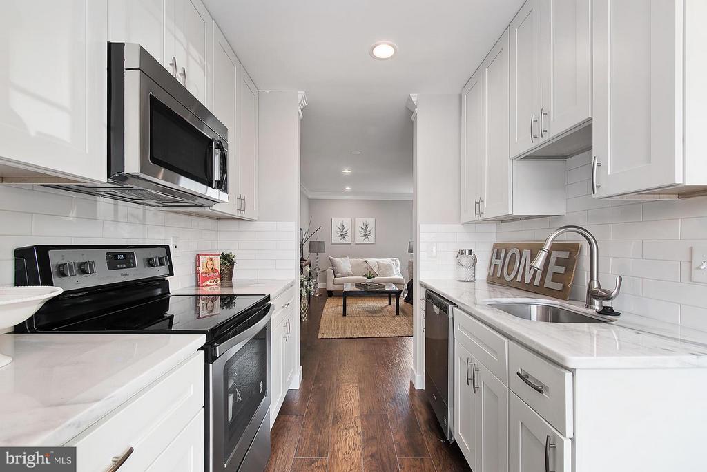 Kitchen - 1220 BARNABY TER SE, WASHINGTON