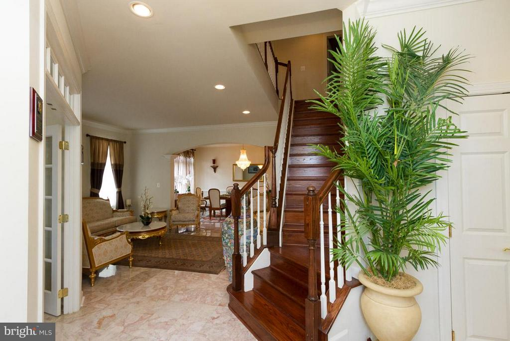 Entrance and Beautiful Staircase - 24956 BANNOCKBURN TER, CHANTILLY