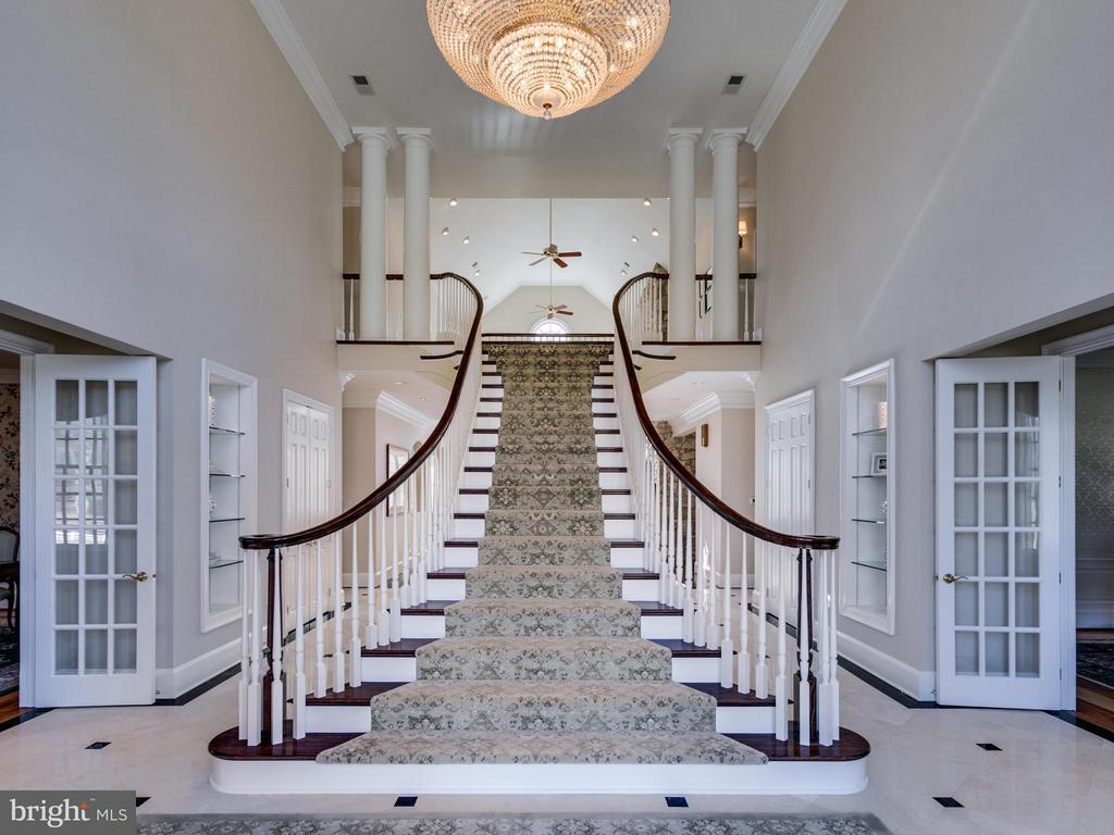 DRAMATIC FLOATING STAIRCASE IN TWO-STORY FOYER - 10207 HUNTER VALLEY RD, VIENNA