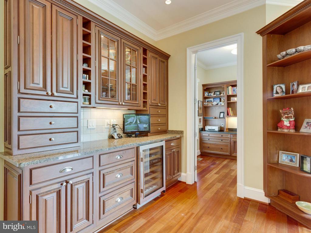 Wine Refrigerator & Beaautiful Cabinetry. - 3450 FAWN WOOD LN, FAIRFAX