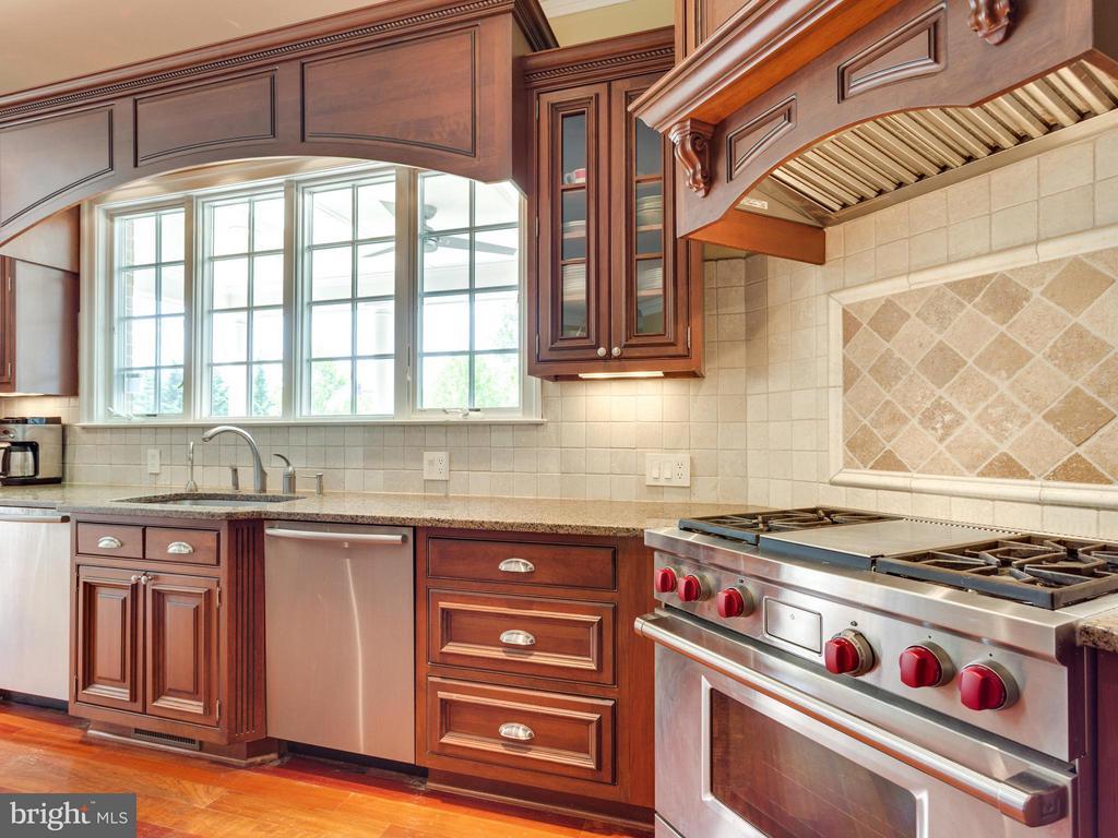 Gorgeous Details & High End SS Appliances. - 3450 FAWN WOOD LN, FAIRFAX