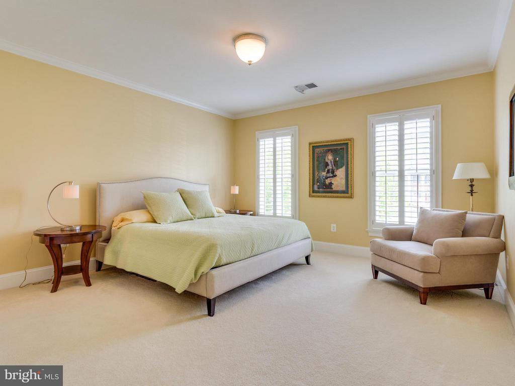 Spacious Bedrooms All Enjoy Private Baths. - 3450 FAWN WOOD LN, FAIRFAX