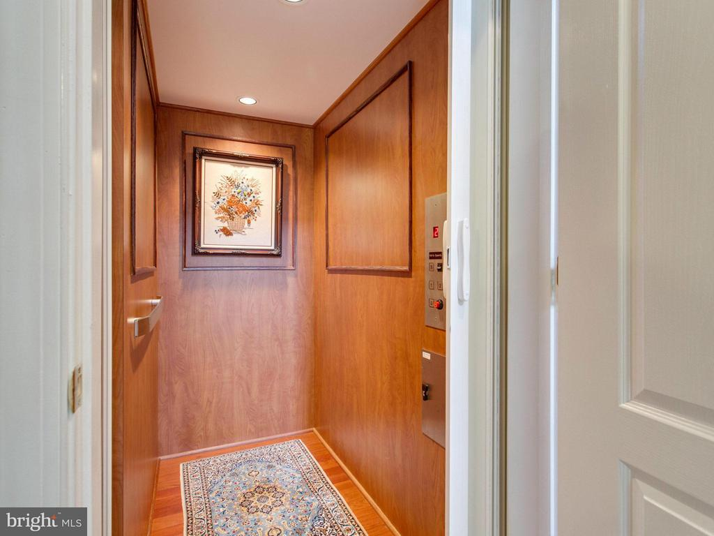 Wood-clad Elevator to All 3 Floors! - 2952 BONDS RIDGE CT, OAKTON
