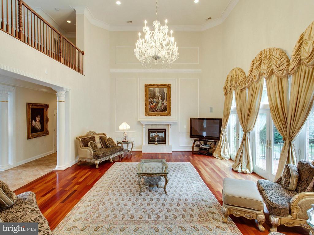 Elegant Two-Story Family Room with Fireplace. - 2952 BONDS RIDGE CT, OAKTON