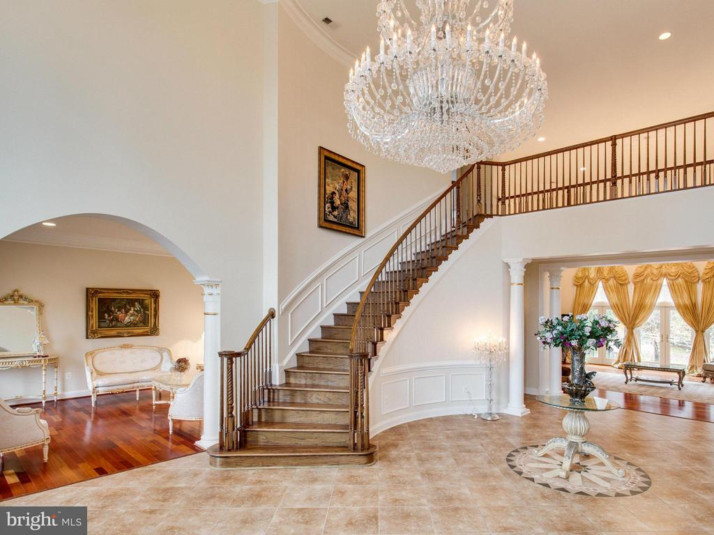 Stunning Foyer with Curved Staircase. - 2952 BONDS RIDGE CT, OAKTON