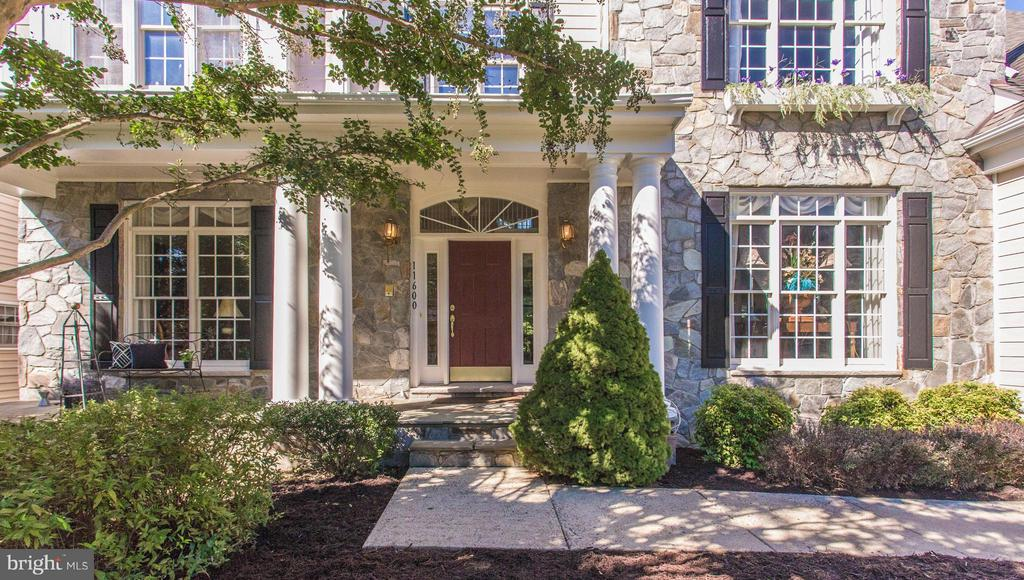 Stoneclad Masterpiece with Superb Curb Appeal. - 11600 FOREST HILL CT, FAIRFAX