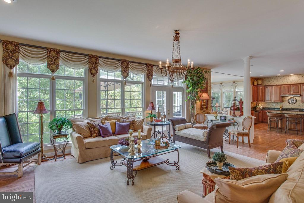 Open Concept Living... Ideal for Entertaining. - 11600 FOREST HILL CT, FAIRFAX