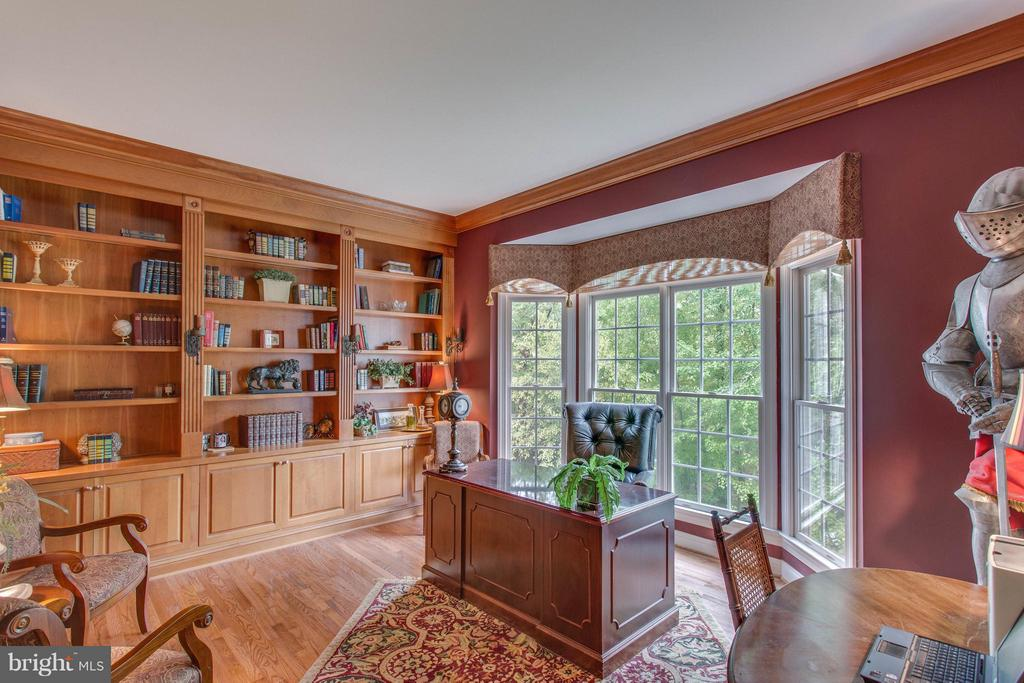 Library with Bay Window & Cherry Built-in's. - 11600 FOREST HILL CT, FAIRFAX