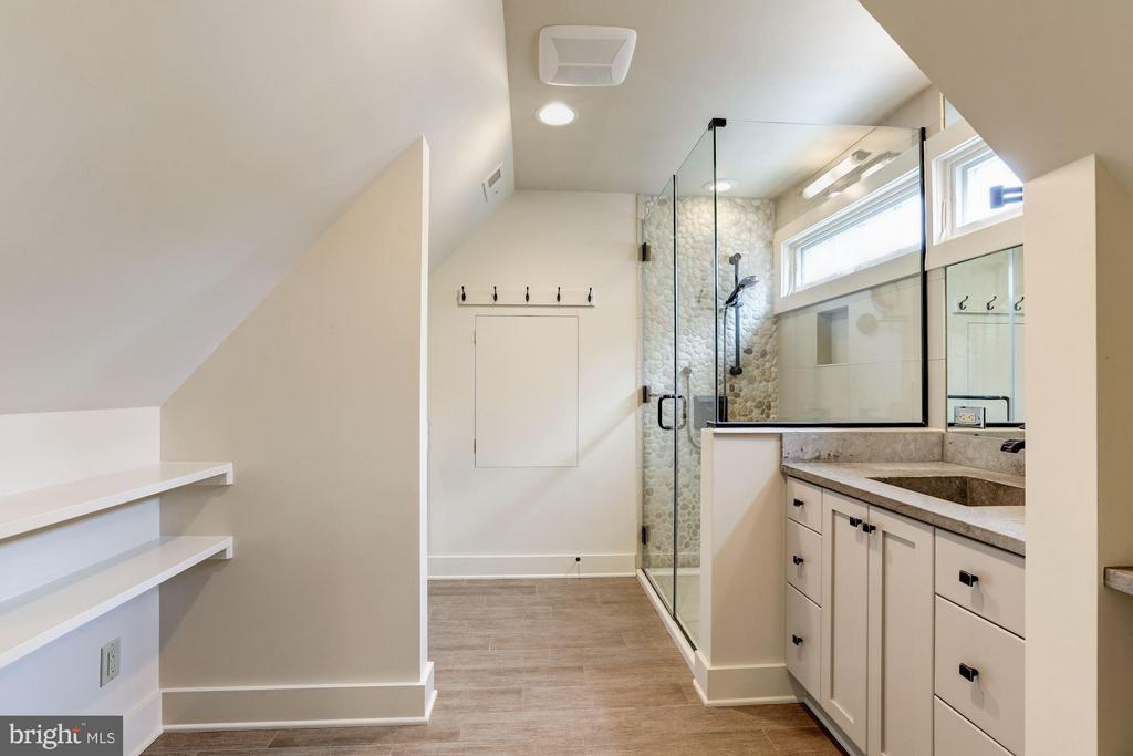 Upper Level Bath with Laundry - 5107 MOORLAND LN, BETHESDA