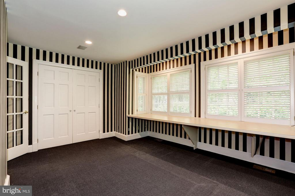 First Floor Study/Office - 5107 MOORLAND LN, BETHESDA