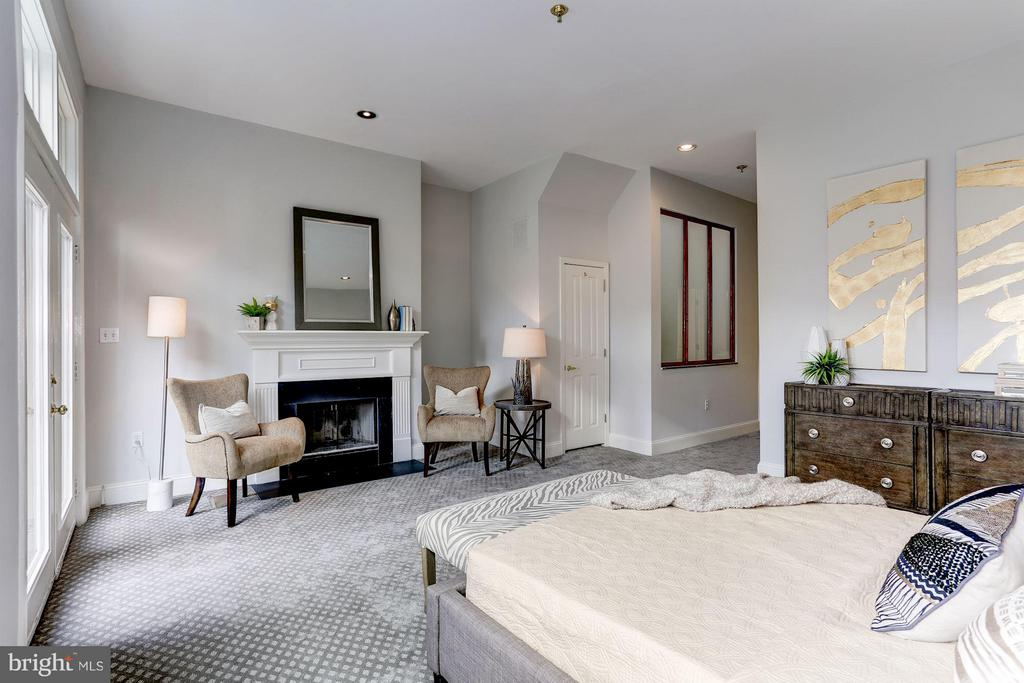 MASTER WITH WALK-IN CLOSET & SPA BATH - 1514 21ST ST NW #8, WASHINGTON
