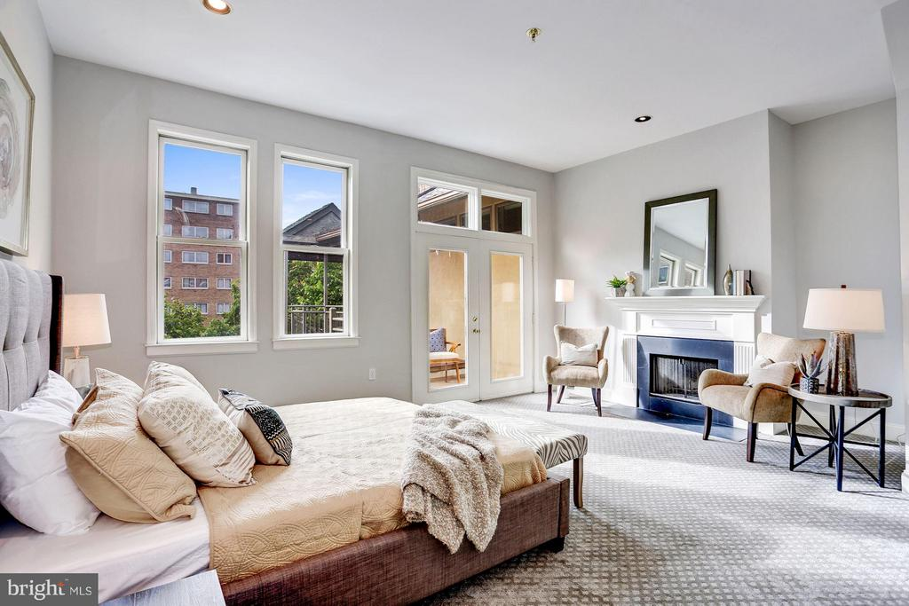 AN ENORMOUS MASTER BEDROOM SUITE - 1514 21ST ST NW #PENTHOUSE 8, WASHINGTON