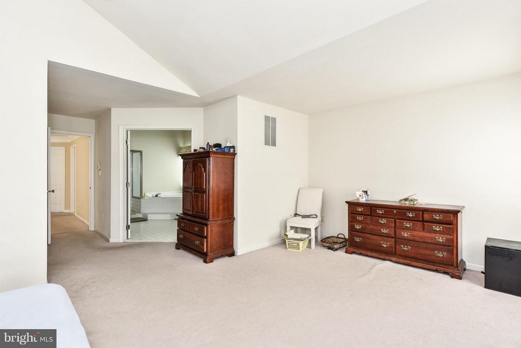 Bedroom (Master) - 25948 HARTWOOD DR, CHANTILLY