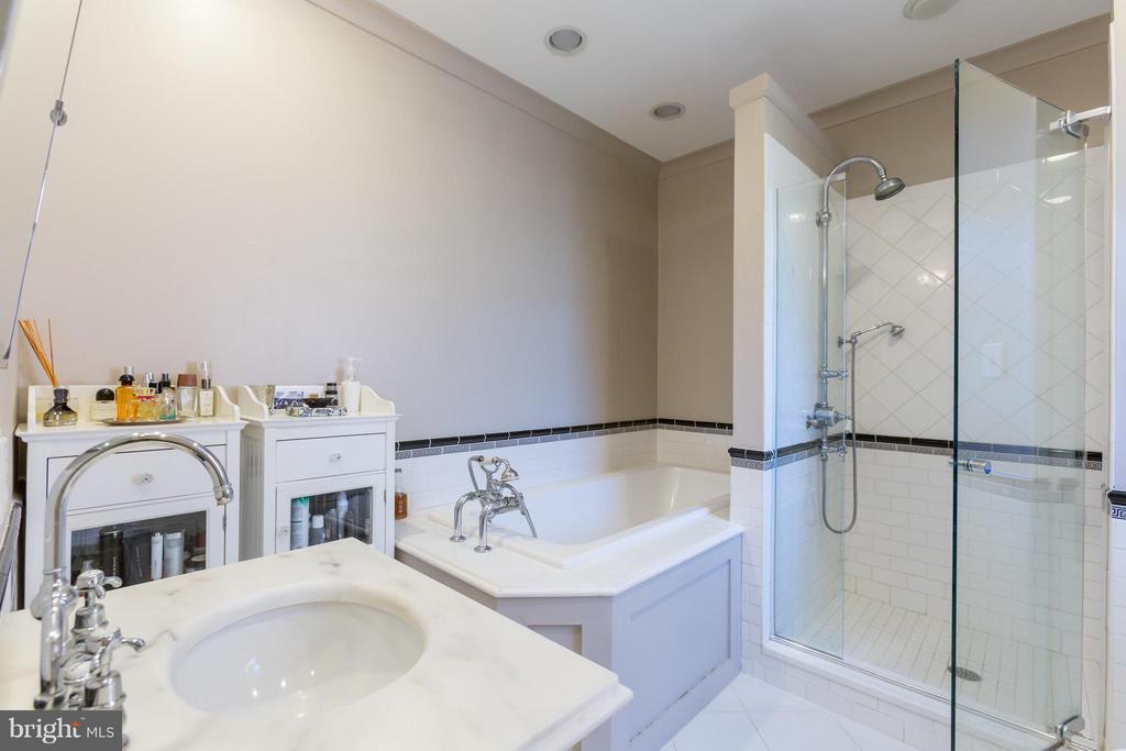Bath (Master) - 3911 BRADLEY LN, CHEVY CHASE
