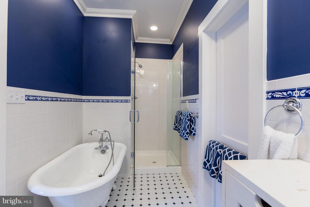 Bath - 3911 BRADLEY LN, CHEVY CHASE
