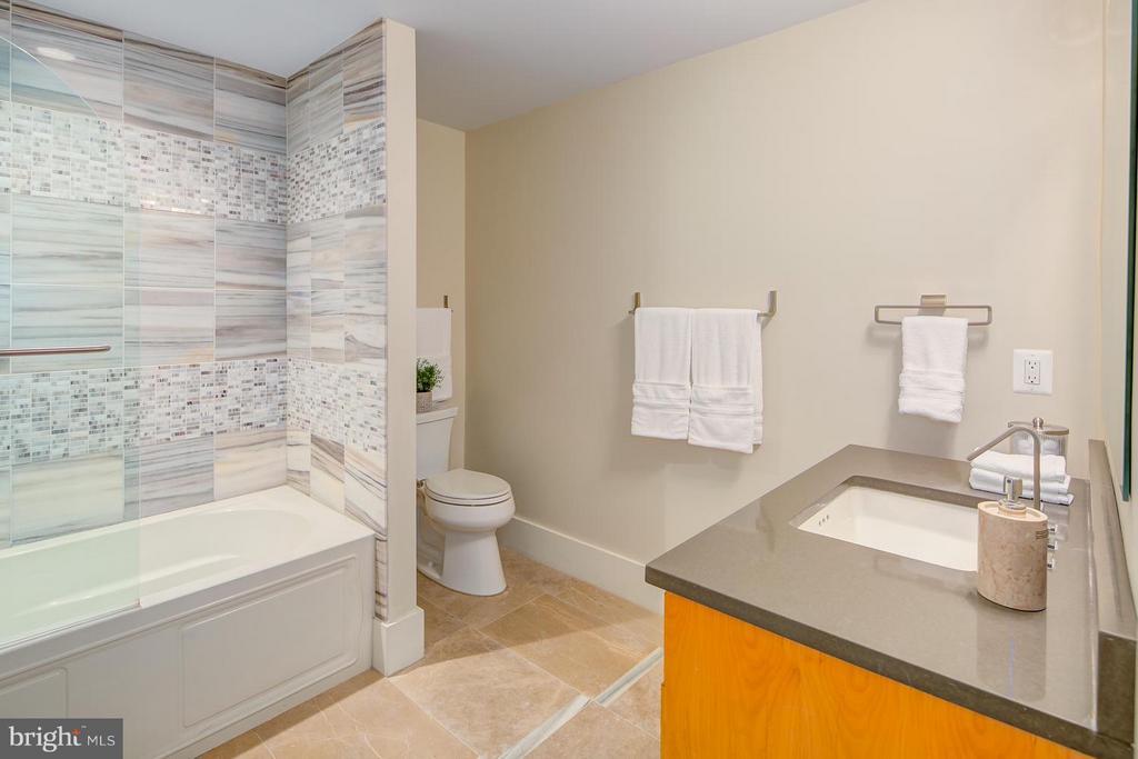 Bath - 1217 10TH ST NW #B, WASHINGTON