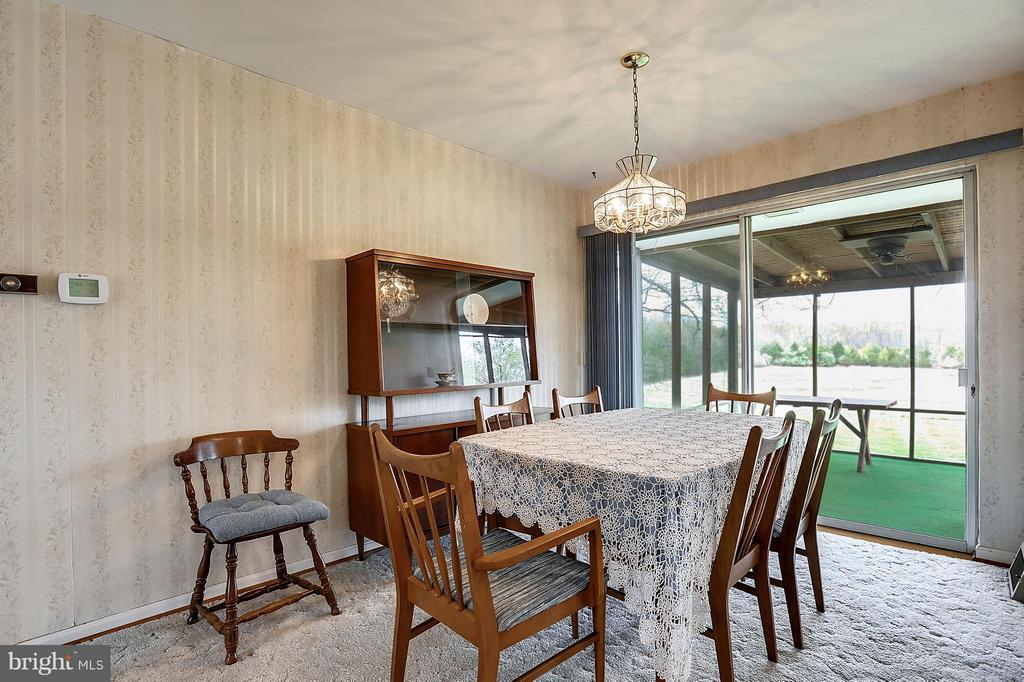 Dining room leads to screened in deck - 15411 HERNDON AVE, CHANTILLY