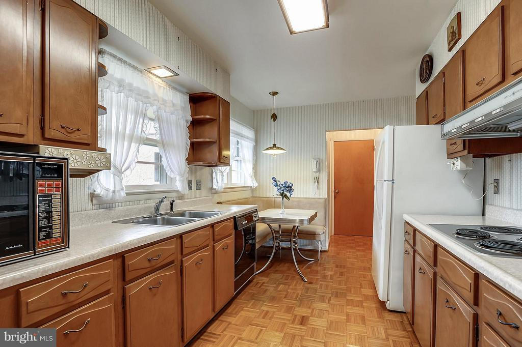 Galley kitchen - 15411 HERNDON AVE, CHANTILLY