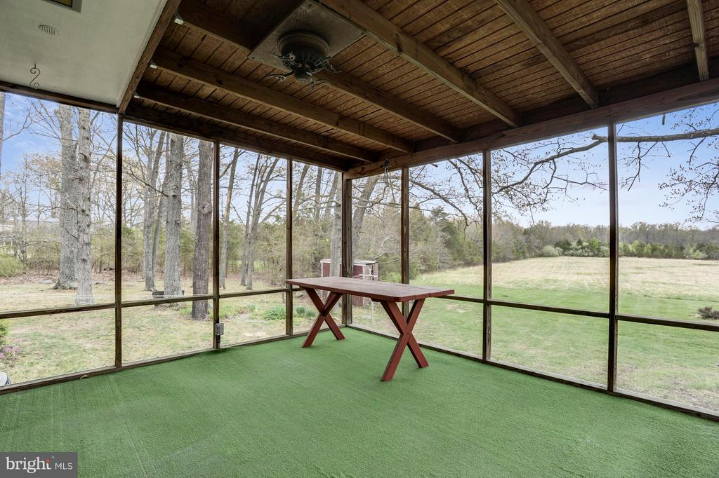 Screened in deck - 15411 HERNDON AVE, CHANTILLY