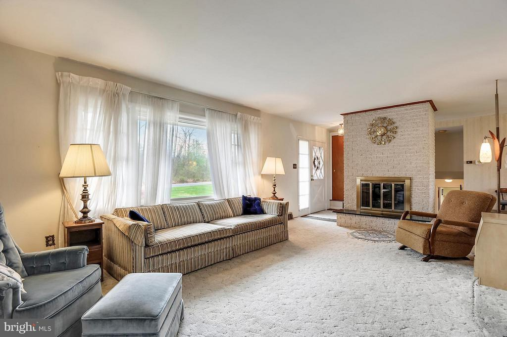 Living Room - 15411 HERNDON AVE, CHANTILLY
