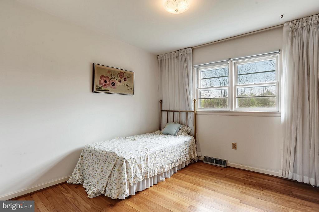 Bedroom 3 - 15411 HERNDON AVE, CHANTILLY