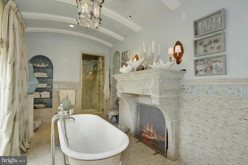 Her Bath (Master) - 5517 PEMBROKE RD, BETHESDA
