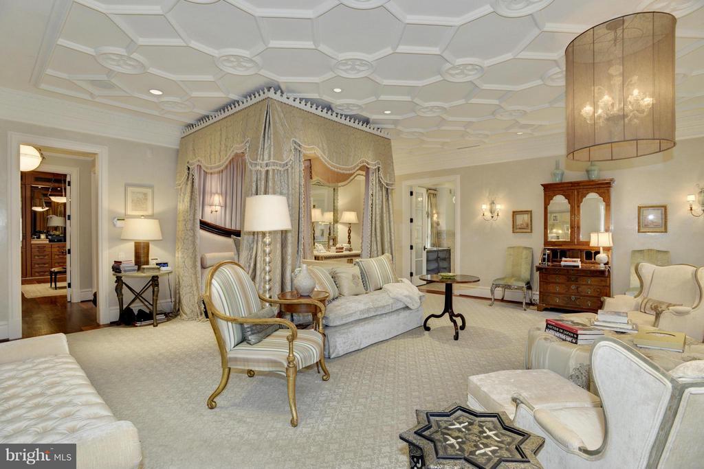 Bedroom (Master) - 5517 PEMBROKE RD, BETHESDA