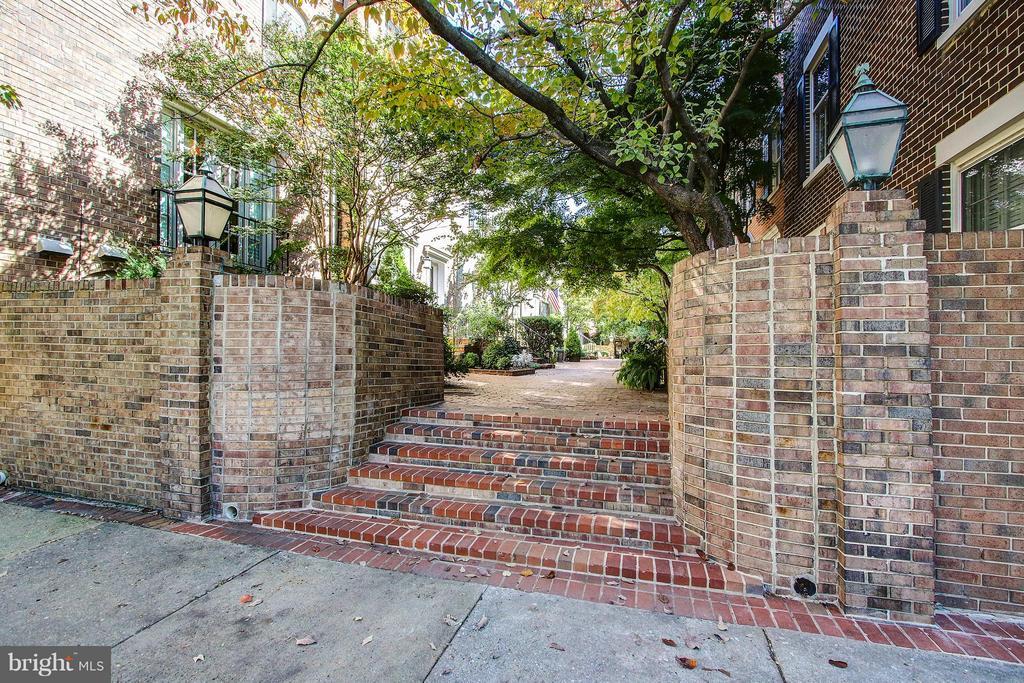 Courtyard Entrance - 424 PRINCESS ST, ALEXANDRIA