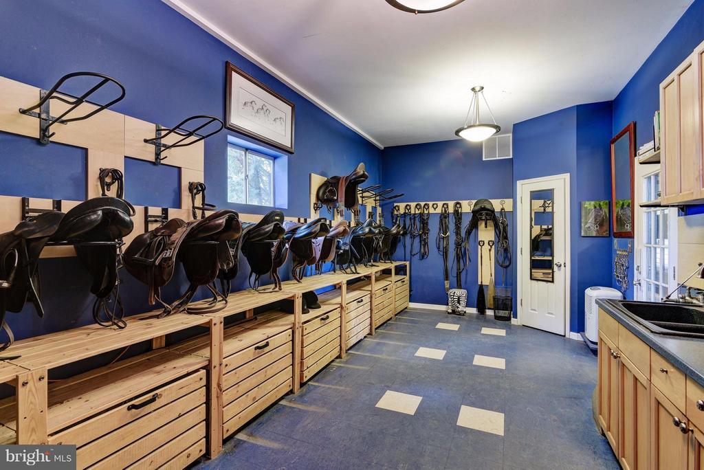 Tack Room - 19001 BUCKLODGE RD, BOYDS