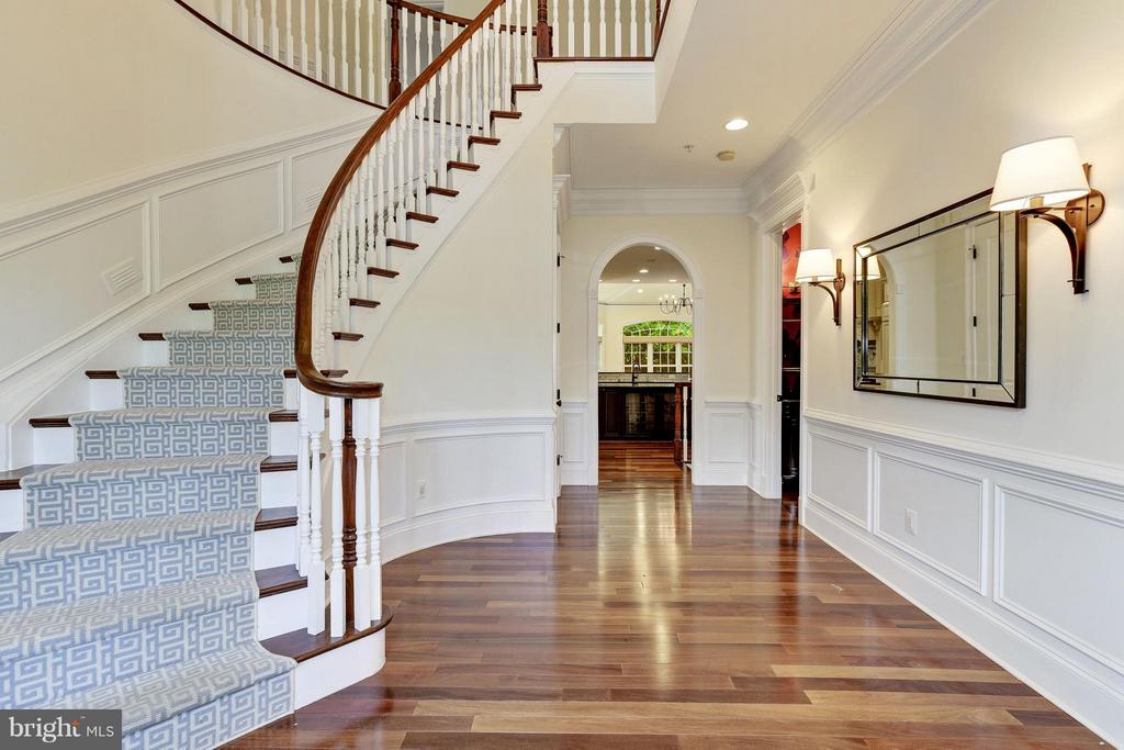 Foyer - 5214 OAKLAND RD, CHEVY CHASE