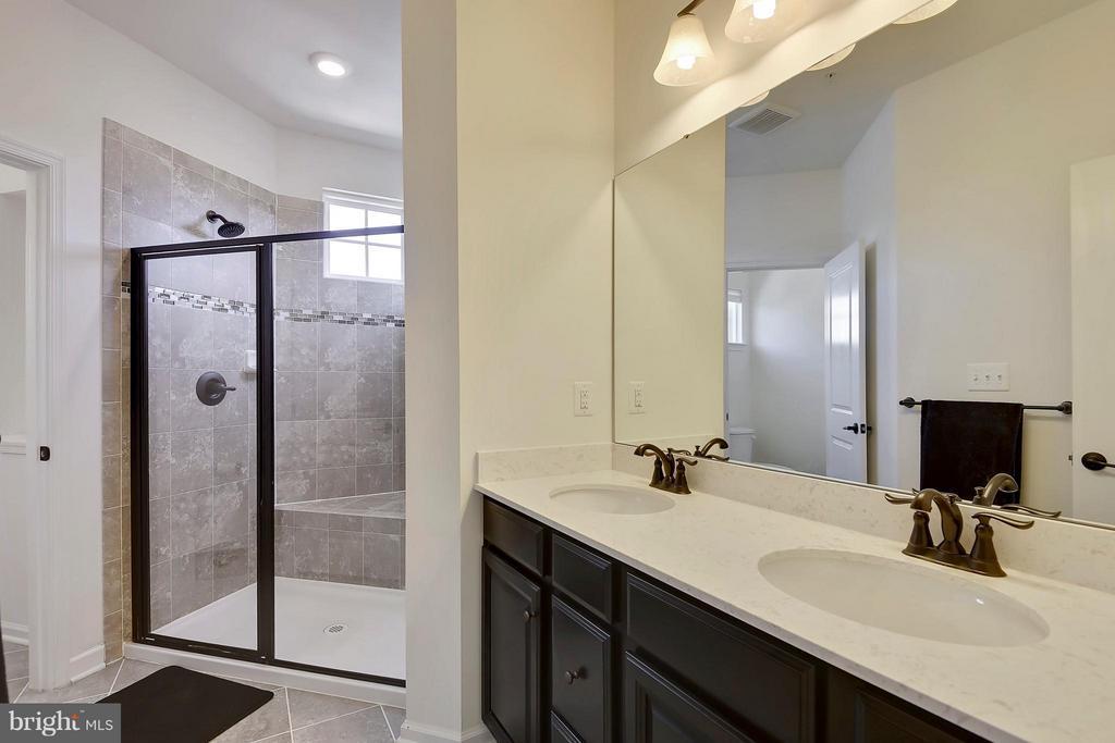 Granite Counter Two sinks - 22504 HEMLOCK HILLS PL, CLARKSBURG