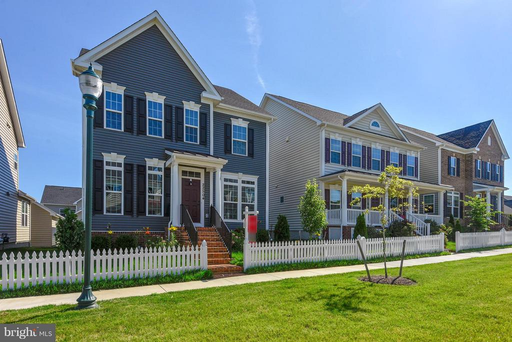 Home faces an open space for lots of playtime - 22504 HEMLOCK HILLS PL, CLARKSBURG