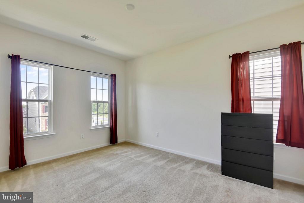 Good size Bedroom - 22504 HEMLOCK HILLS PL, CLARKSBURG