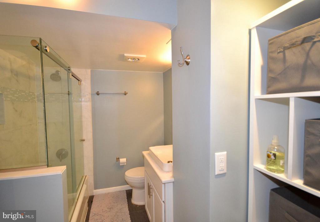 Bath - 2030 F ST NW #201, WASHINGTON