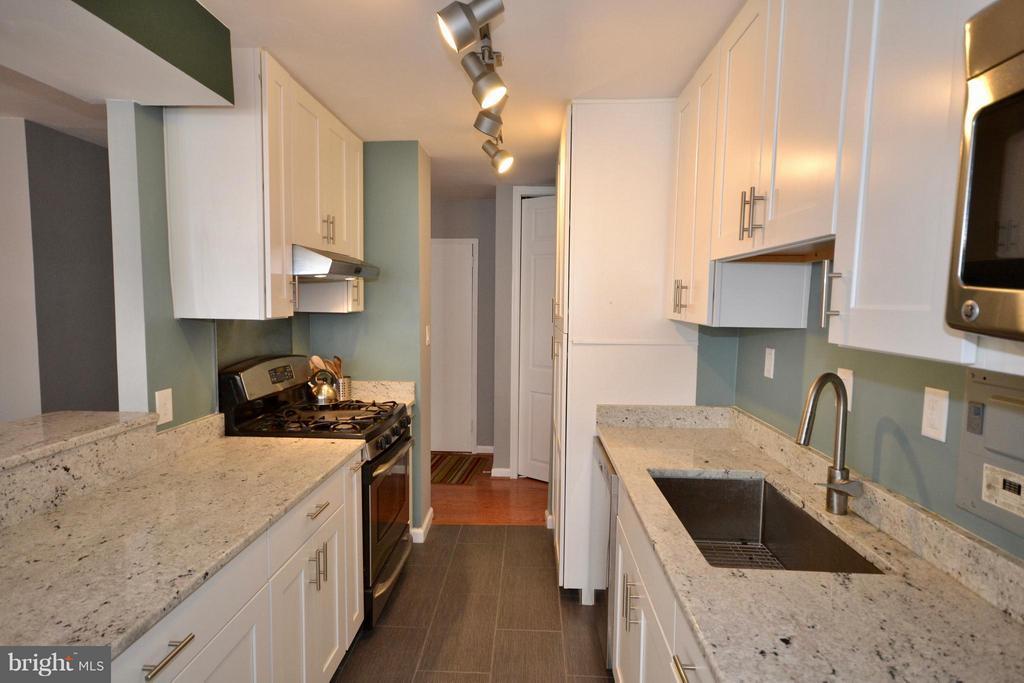 Kitchen - 2030 F ST NW #201, WASHINGTON
