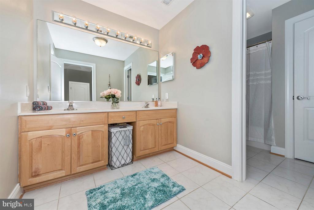 Bath - 6520 NIGHTINGALE CT, NEW MARKET