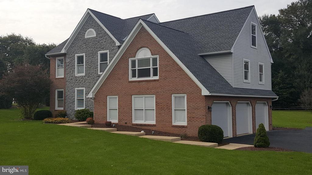 2902  POINTE BOULEVARD, Manheim Township in LANCASTER County, PA 17543 Home for Sale