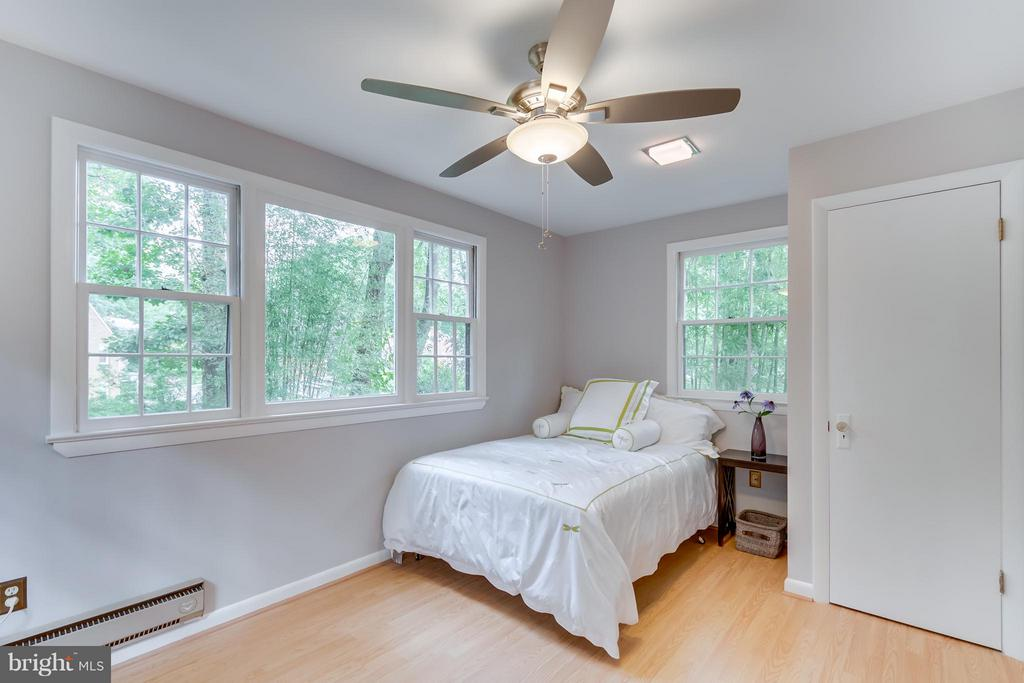Large sunny BR fits a king bed (queen featured). - 233 WHITMOOR TER, SILVER SPRING