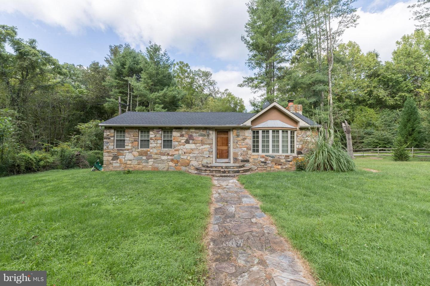 Other Residential for Rent at 381 Swindler Hollow Rd Sperryville, Virginia 22740 United States